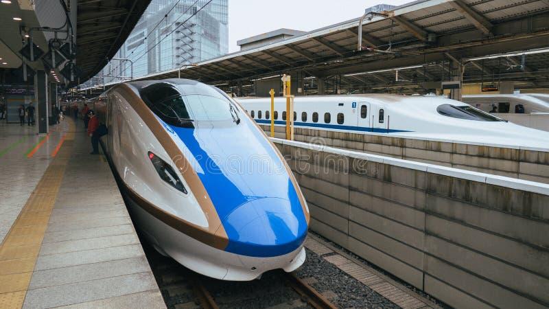 Shinkansen pociągi przy Tokio stacją fotografia royalty free