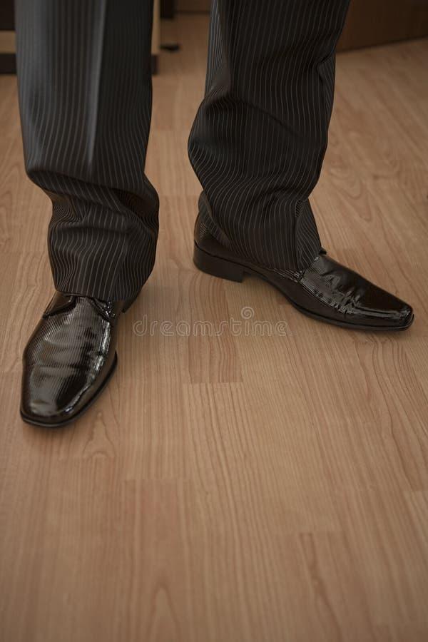 Shinny les chaussures de jeune marié photos libres de droits