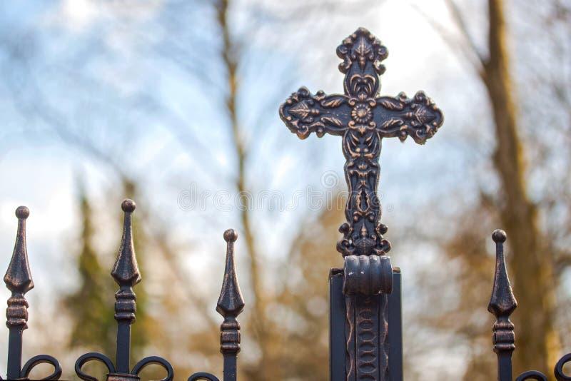 Shinny przecinającego symbol jezus chrystus salwowanie i wskrzeszanie obraz stock