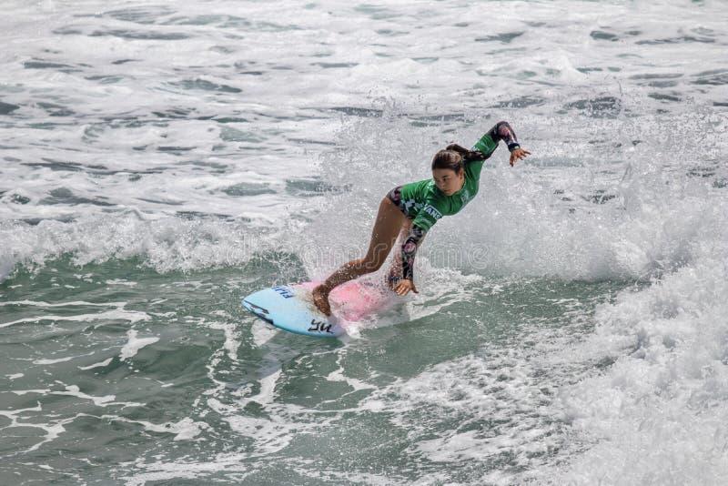 Shino Matsuda surfant dans l'US Open de fourgons de surfer 2019 images stock