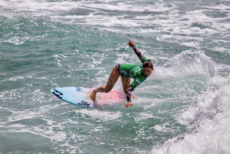 Shino Matsuda surfant dans l'US Open de fourgons de surfer 2019 photos stock