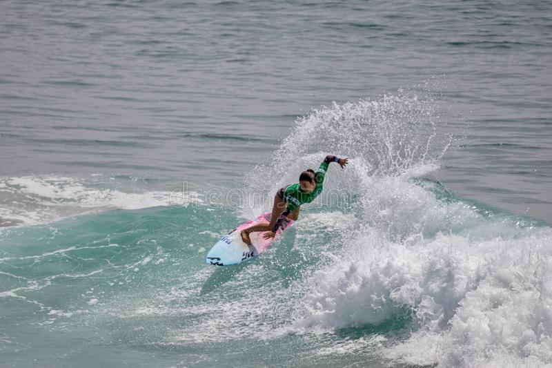 Shino Matsuda surfant dans l'US Open de fourgons de surfer 2019 images libres de droits