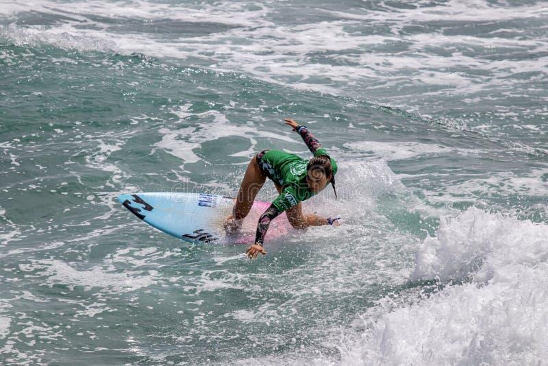 Shino Matsuda surfing w samochodów dostawczych us open surfing 2019 zdjęcia royalty free