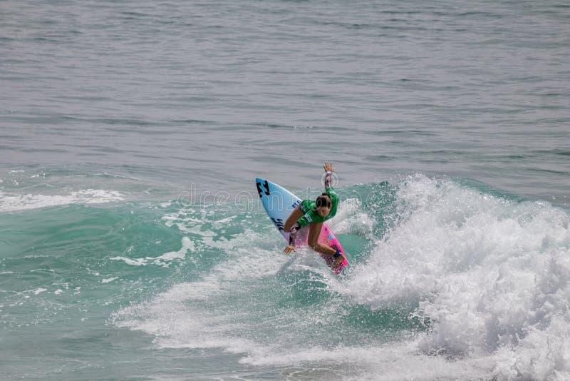 Shino Matsuda surfing w samochodów dostawczych us open surfing 2019 fotografia royalty free