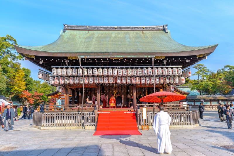 Shintoistische Hochzeit in Yasaka-Schrein stockfotografie