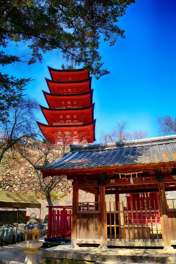 Shintoistischer Schrein Araebisu und der buddhistische Tempel Senjokaku, Miyaji stockfoto