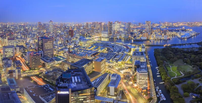 Shiodome街市鸟瞰图在晚上 库存照片