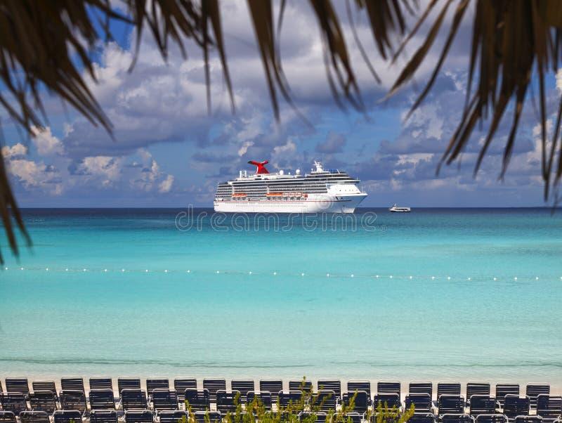 ship för costakryssningluminosa royaltyfria bilder