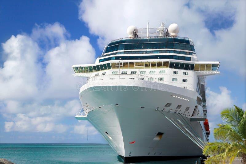 ship för costakryssningluminosa royaltyfria foton