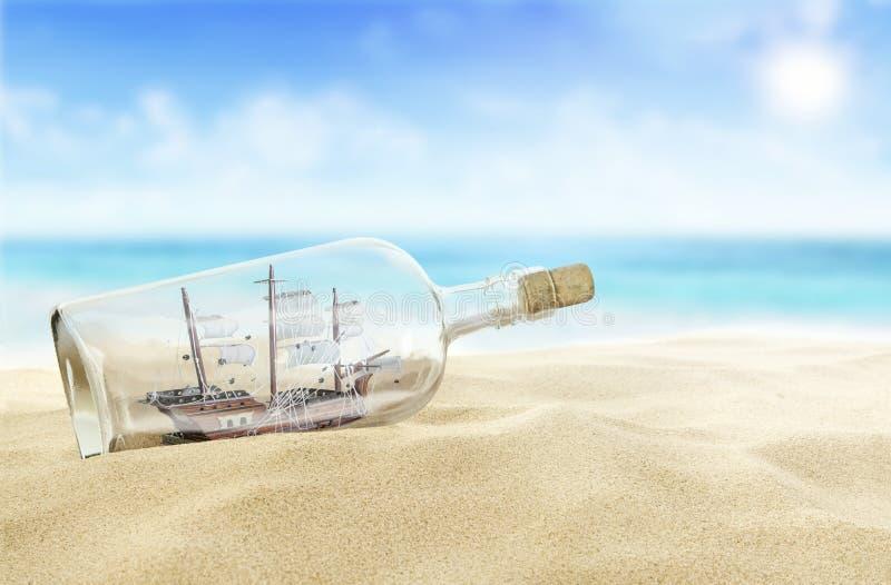 Ship i en buteljera royaltyfri fotografi