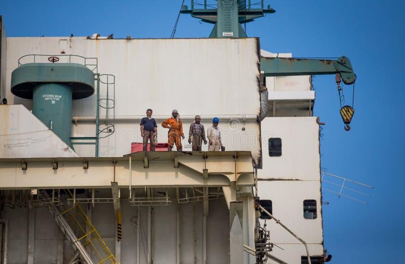 Shipbreaking围场的工作者 免版税库存照片