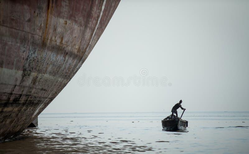 Shipbreaking围场的工作者 库存照片