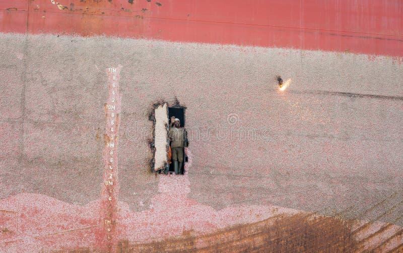 Shipbreaking围场的工作者 库存图片