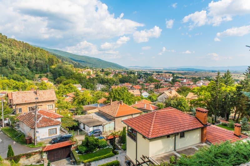 Shipka-Stadt in Bulgarien lizenzfreie stockfotos
