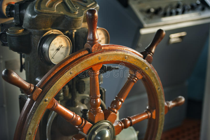 shipstyrningshjul royaltyfri bild