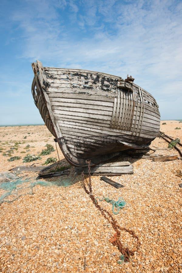 Shipwreck, com a corrente, vertical fotografia de stock royalty free