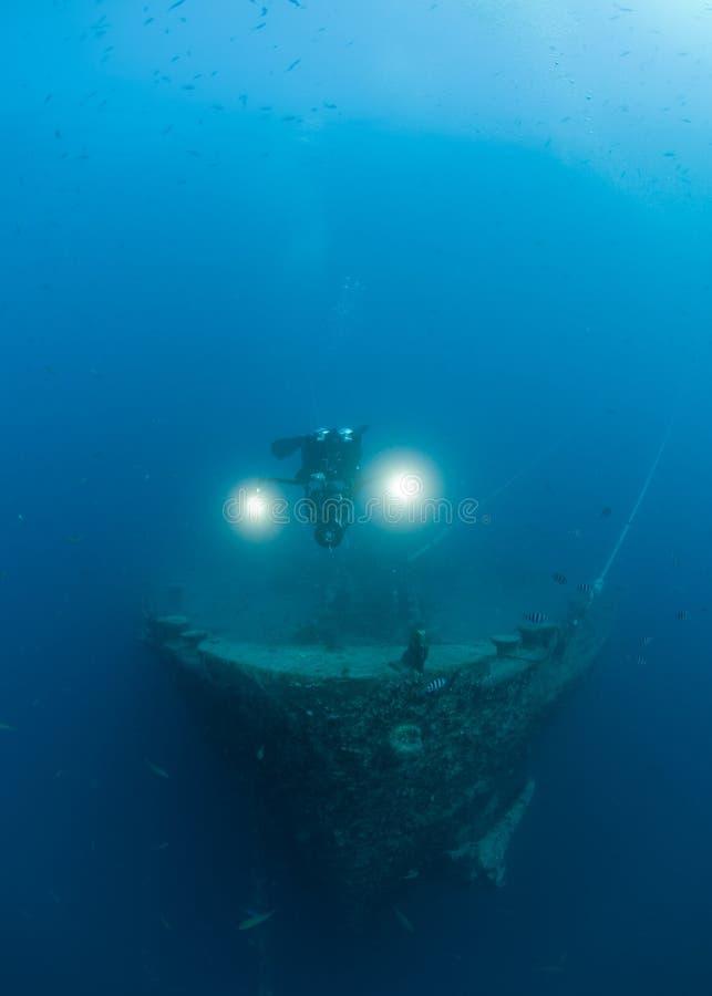 Shipwreck de exploração SS Thistlegorm do mergulhador do mergulhador imagem de stock