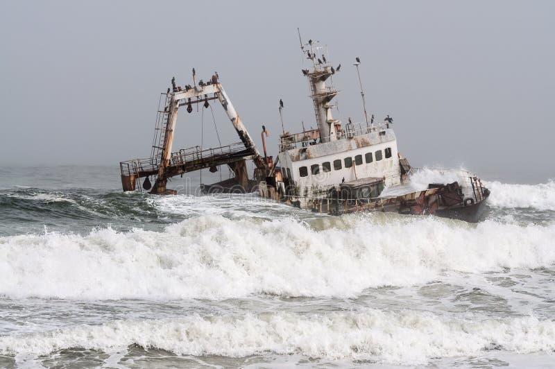 Shipwreck na costa de esqueleto, Namíbia imagens de stock royalty free