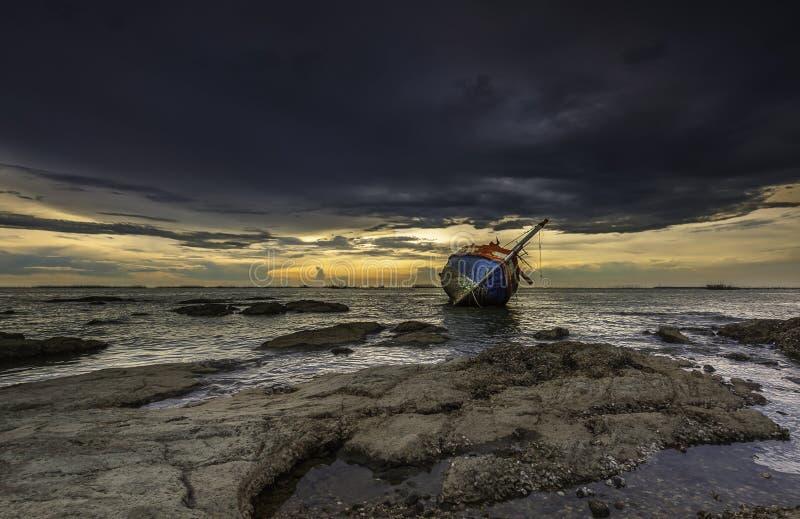 shipwrecked imagens de stock
