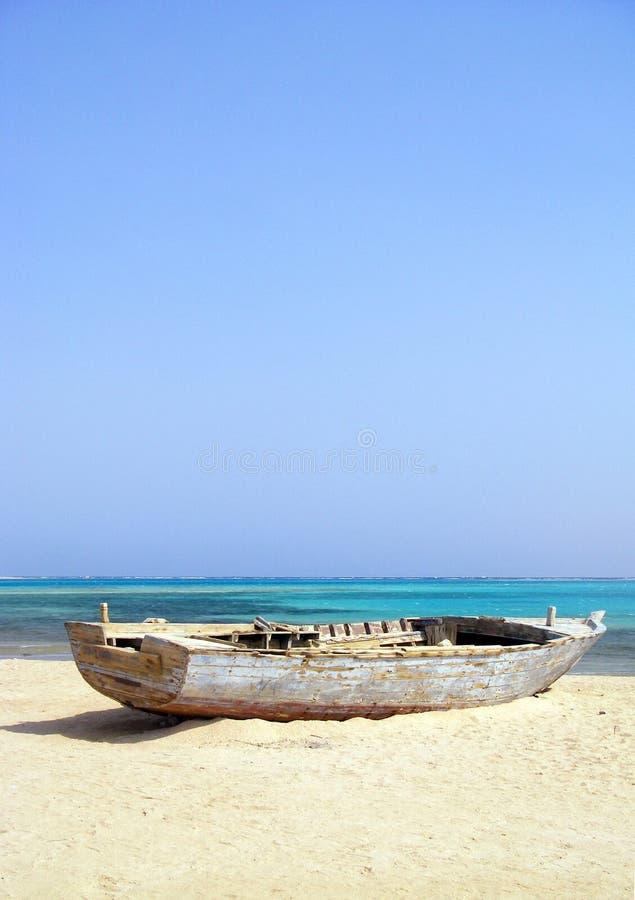 Download Shipwrecked Drewniana łódź Na Plaży Obraz Stock - Obraz złożonej z nikt, ocean: 57661289