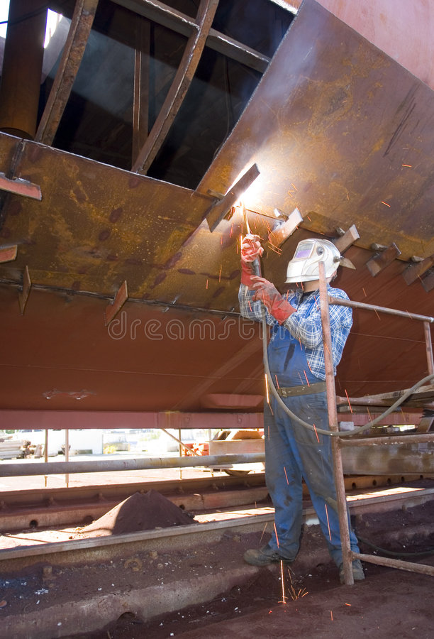 Free Shipyard Welder Royalty Free Stock Image - 3255156