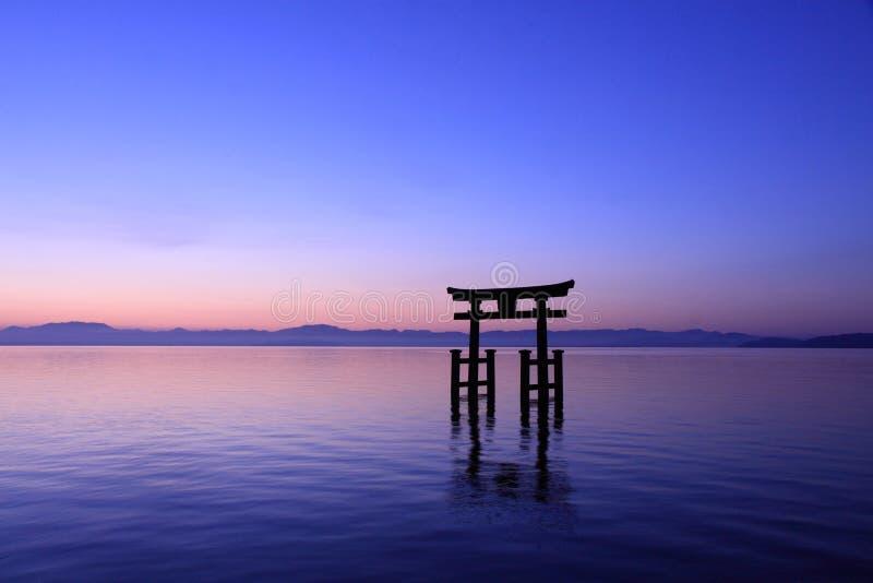 Shiragami寺庙黎明在Biwa湖的 库存图片