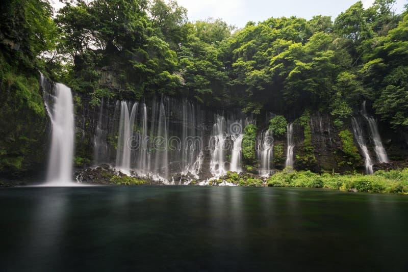 Shiraito瀑布在富士宫,在Mt富士附近的日本 图库摄影