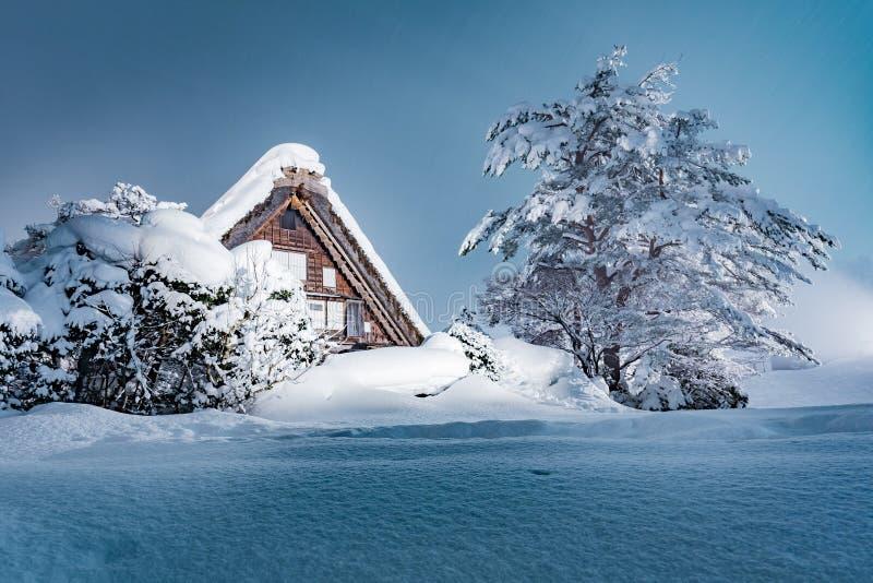 Shirakawago村庄在冬天,日本 免版税库存图片