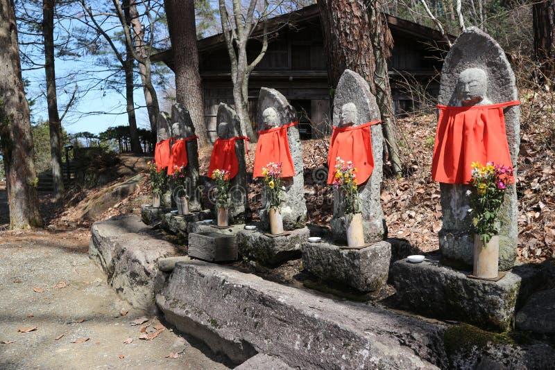 2019 04 09, Shirakawago, Japão Símbolos religiosos da Buda de Japão imagens de stock royalty free