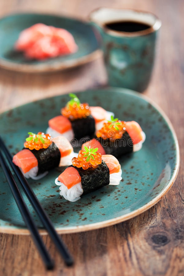 Shirataki sushi royaltyfri foto