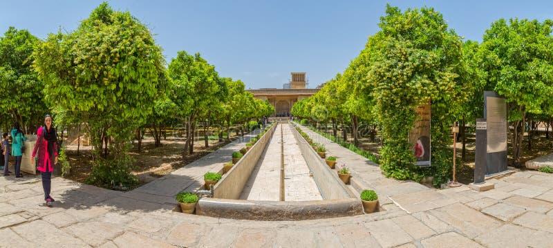 Shiraz Citadel dentro do jardim fotos de stock royalty free