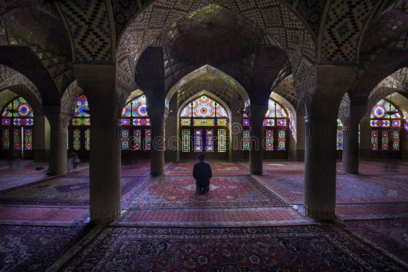Shiraz, Iran - Oktober 8, 2014: Nasir Al-Mulk Mosque in Shiraz, Iran, als Roze Moskee ook wordt bekend die royalty-vrije stock foto's