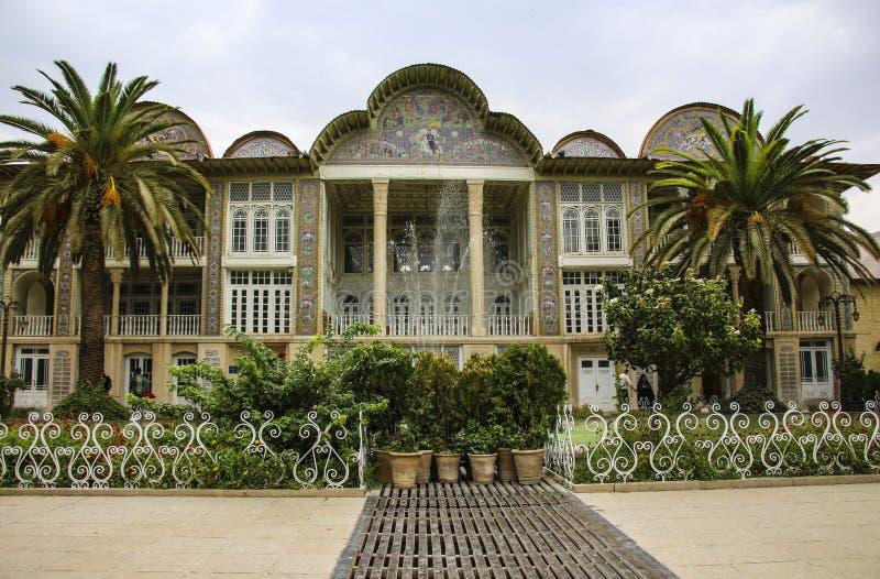 SHIRAZ IRAN - SEPTEMBER 18,2018: Det Qavam huset och den Eram trädgården är arkivbild