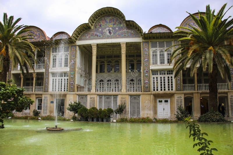 SHIRAZ IRAN - SEPTEMBER 18,2018: Det Qavam huset och den Eram trädgården är arkivbilder