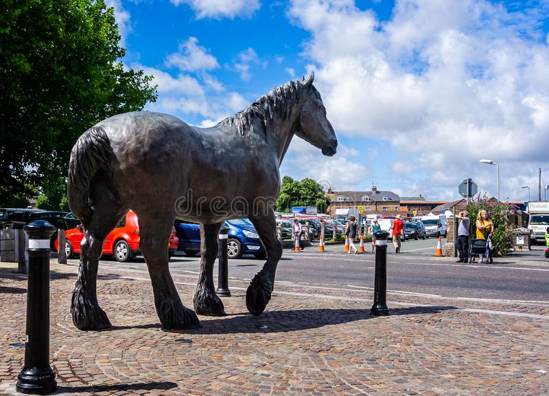 Shire άγαλμα αλόγων στην είσοδο στην αναγέννηση πόλης κέντρων της περιοχής ζυθοποιείων παπάδων Eldridge, Ντόρτσεστερ στοκ φωτογραφία με δικαίωμα ελεύθερης χρήσης