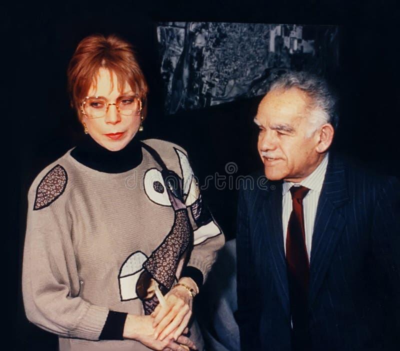 Shirley MacLaine et Yitzhak Shamir images stock