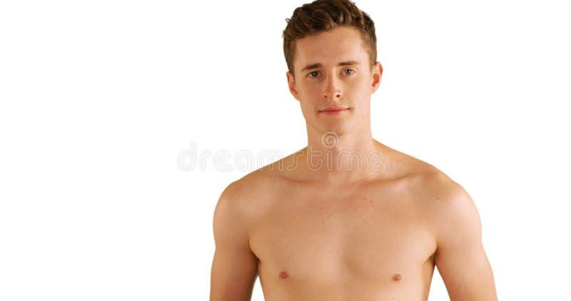 Shirtless jonge die vrijgezel op witte achtergrond wordt geïsoleerd stock afbeeldingen