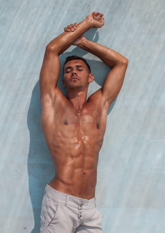 Shirtless mannelijk model royalty-vrije stock afbeeldingen
