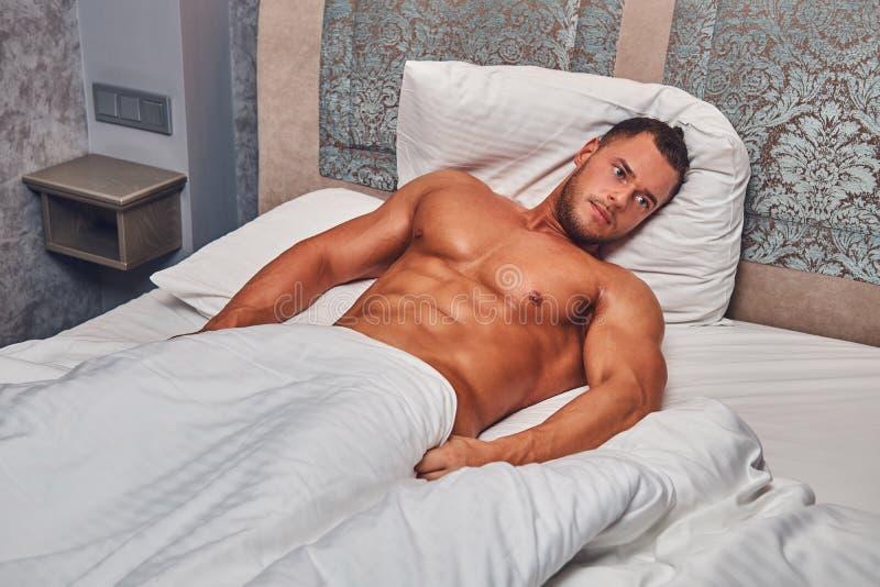 nude-male-bedroom