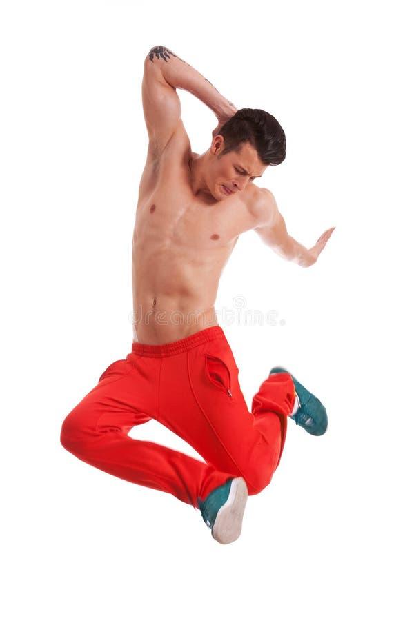 Shirtless ung dansarebanhoppning royaltyfria foton