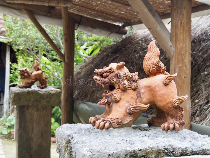 Shisa - λιοντάρι φυλάκων στη Οκινάουα, Ιαπωνία στοκ εικόνα