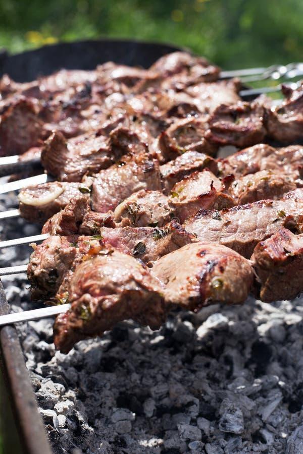 Shish kebab κατά τη διάρκεια του μαγειρέματος στοκ φωτογραφία