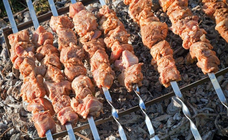 Shish kebab. Skivor av meat arkivfoton