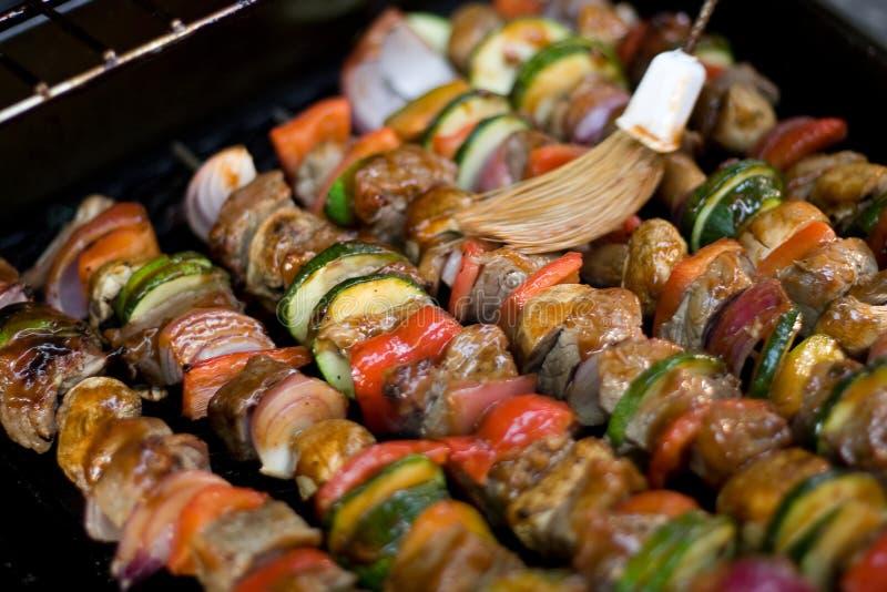 Shish Kebabs sur le gril photo libre de droits