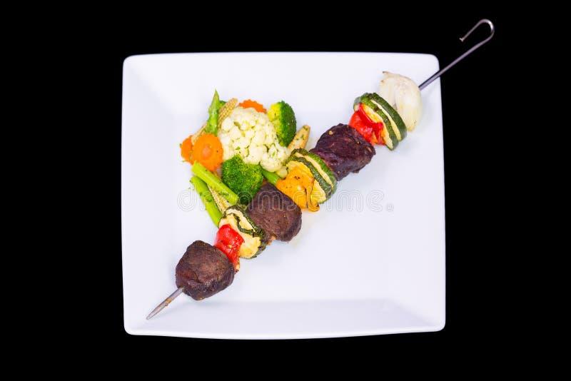 Shishkabobs grillés de boeuf images stock