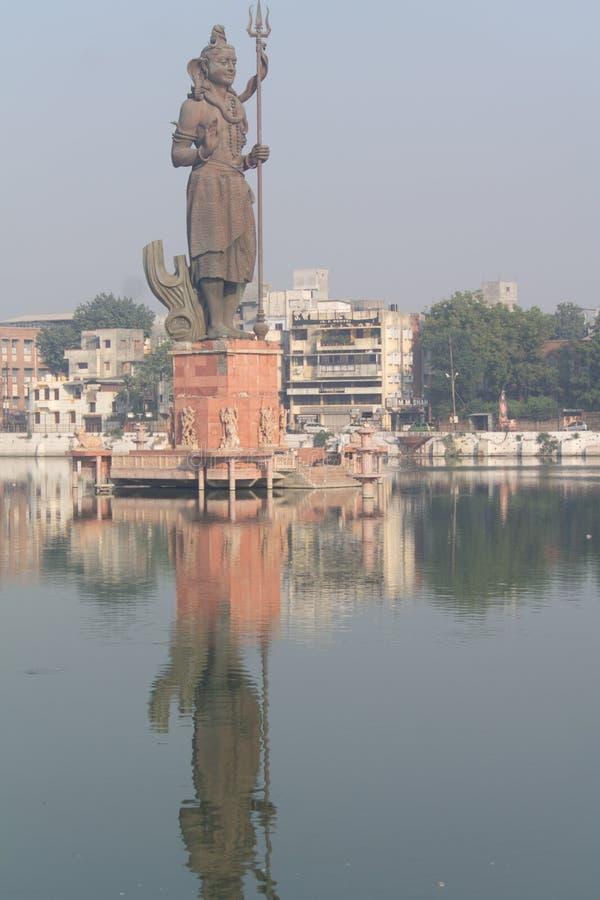 Shiv skulpture i Sursagar Vadodara Gujarat Indien royaltyfri foto