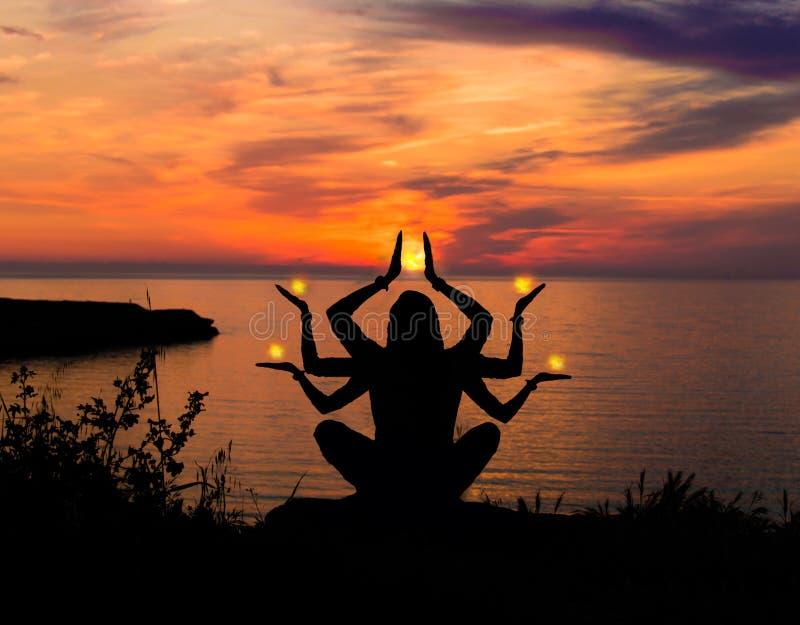 Shiva auf einem Sonnenuntergang lizenzfreie stockbilder