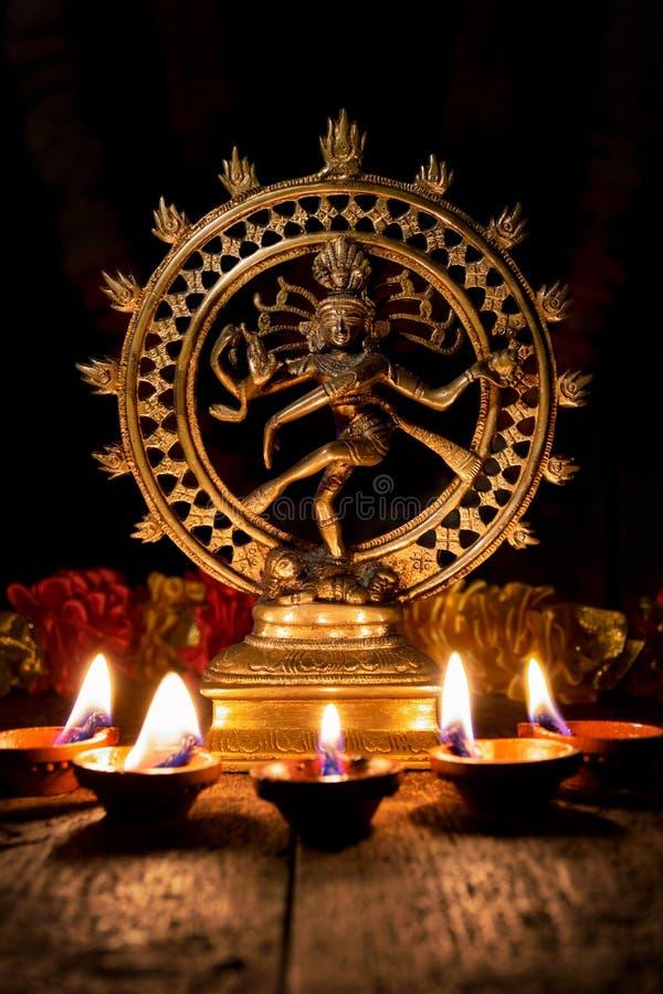 Shiva Nataraja mit Diwali-Lichtern lizenzfreies stockfoto