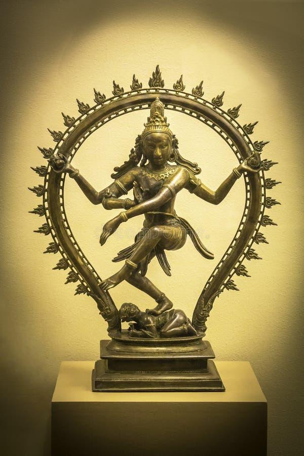 [Jeu] Association d'images - Page 19 Shiva-nataraja-shiva-as-lord-dance-sculpture-bangkok-thailand-feb-national-museum-bangkok-thailand-february-85935774