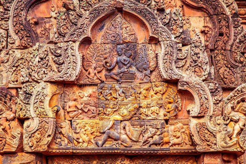 Shiva Nataraja visas på den östliga gopuraen av den inre bilagaväggen, den Banteay Srei templet, Siem Reap, Cambodja arkivbild